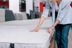 A matracból a szennyeződéseket nem egyszerű eltávolítani.