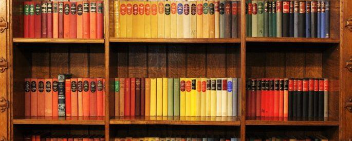 modern könyvespolc