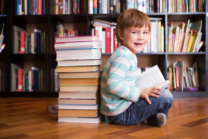 Az olvasás jótékonyan hat a gyerekek vizuális fejlődésére.